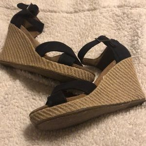 Toms strapping wedges